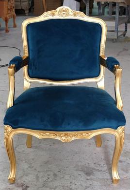 Sillon D.J, gold. Sillón en pan de oro viejo. Medidas (LargoxAnchoxAlto) 67x55x100cm.